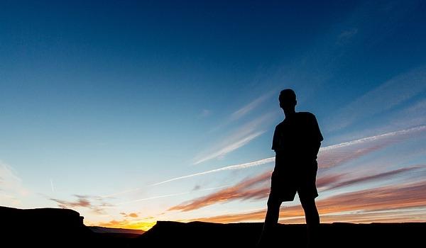 アフィリエイトで稼ぐなら孤独な時間が必要【無趣味・引きこもりは強いが、無職はNG】